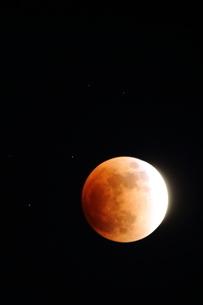 皆既月食の夜の写真素材 [FYI03152525]