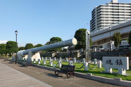 横須賀のヴェルニー公園に移設された戦艦陸奥の主砲の写真素材 [FYI03152557]