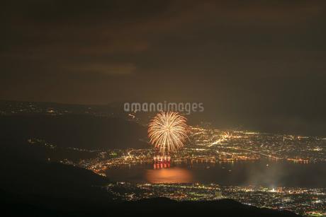 高ボッチ高原から全国新作花火競技大会を望むの写真素材 [FYI03152654]
