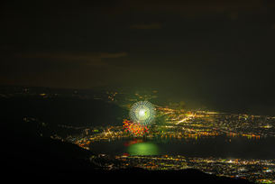 高ボッチ高原から全国新作花火競技大会を望むの写真素材 [FYI03152685]
