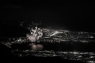 (セピア)高ボッチ高原から全国新作花火競技大会を望むの写真素材 [FYI03152697]