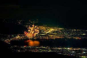高ボッチ高原から全国新作花火競技大会を望むの写真素材 [FYI03152698]