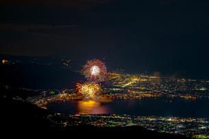 高ボッチ高原から全国新作花火競技大会を望むの写真素材 [FYI03152702]