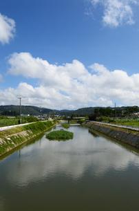 沖縄の田舎の川と橋の写真素材 [FYI03152765]