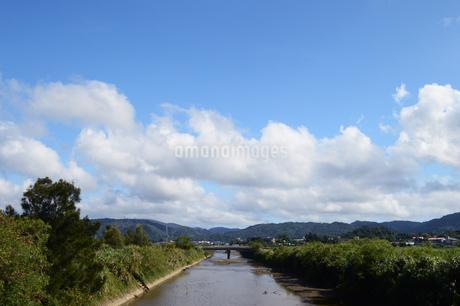 沖縄の田舎の川と橋の写真素材 [FYI03152836]