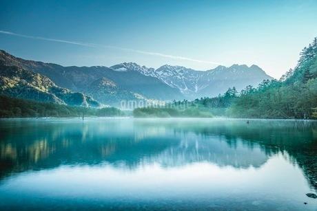 湖 風景の写真素材 [FYI03153105]