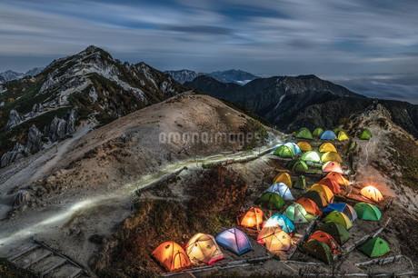 燕岳 登山 夜景の写真素材 [FYI03153170]