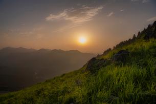 夕日 風景の写真素材 [FYI03153185]