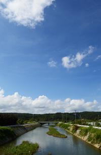 沖縄の田舎の川と橋の写真素材 [FYI03153738]