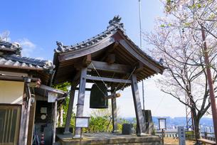 延岡城跡の鐘撞堂の写真素材 [FYI03153790]