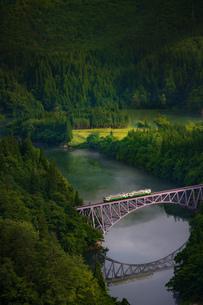 第一只見川橋梁(だいいちただみがわきょうりょう) 日本 福島県 三島町の写真素材 [FYI03153841]