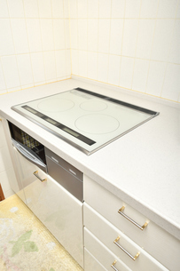 システムキッチン(IHクッキングヒーター)の写真素材 [FYI03154295]