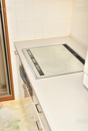 システムキッチン(IHクッキングヒーター)の写真素材 [FYI03154297]