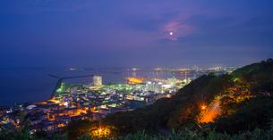 北海道 自然 風景 パノラマ 稚内公園より稚内市街遠望 (夜景)の写真素材 [FYI03154821]