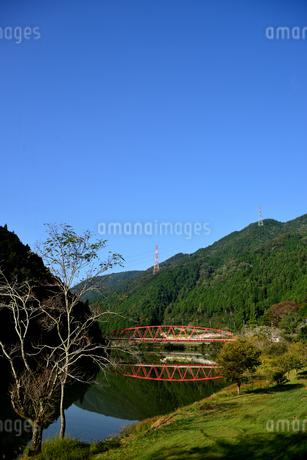 笠置峡 赤い橋の写真素材 [FYI03154861]