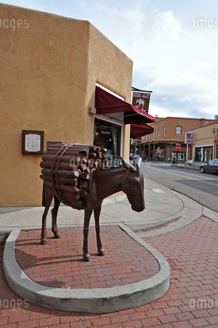 米ニューメキシコ州サンタフェの街中の様子の写真素材 [FYI03154946]