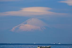 富士山と笠雲の写真素材 [FYI03155315]