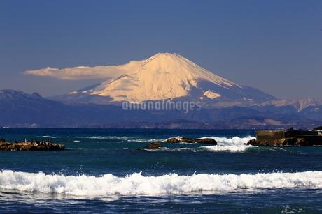 富士山と波の写真素材 [FYI03155318]
