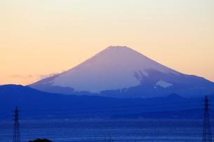 夕暮れの富士山の写真素材 [FYI03155322]