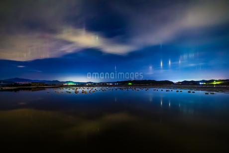 漁火光柱 白鳥ロード 日本 島根県 安来市の写真素材 [FYI03155388]