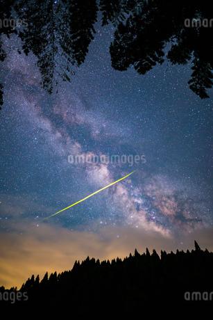 天の川 蛍 風景の写真素材 [FYI03155416]