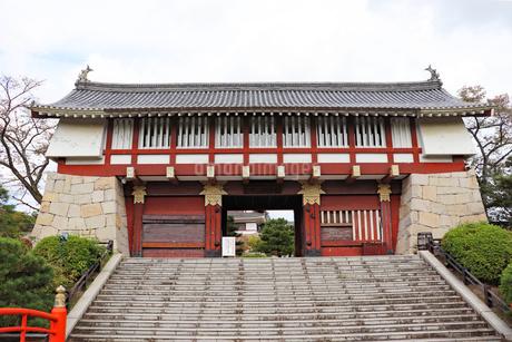 伏見桃山城の大手門の写真素材 [FYI03155497]