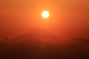 夕陽と富士山の写真素材 [FYI03155525]