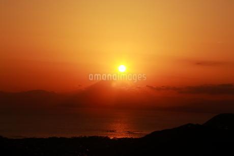 夕陽と富士山の写真素材 [FYI03155526]