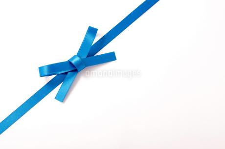 ブルーのリボンの写真素材 [FYI03155557]