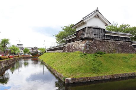 お城の水堀と隅櫓の写真素材 [FYI03155588]