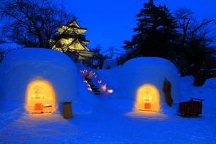 夜の横手城かまくら祭りの写真素材 [FYI03155632]