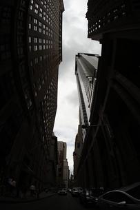 ニューヨーク・ウォール街の街並みの写真素材 [FYI03155766]