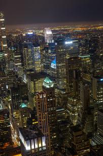エンパイヤステートビルから見えるニューヨークの夜景の写真素材 [FYI03155767]