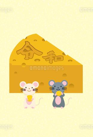 イラスト素材: ネズミとかじられたチーズのイラスト_2020年子年 令和 和柄_年賀状用素材 縦のイラスト素材 [FYI03155837]