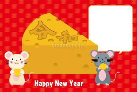 イラスト素材: ネズミとかじられたチーズのイラスト_2020年子年 令和 和柄_年賀状用素材 横のイラスト素材 [FYI03155842]