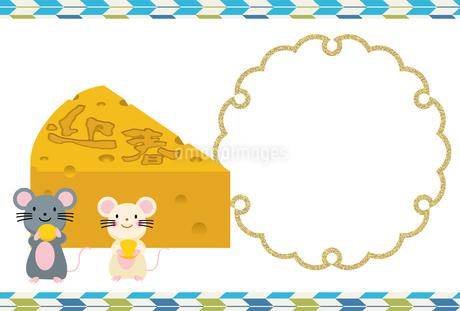 イラスト素材: ネズミとかじられたチーズのイラスト_2020年子年 令和 和柄_年賀状用素材 横のイラスト素材 [FYI03155846]