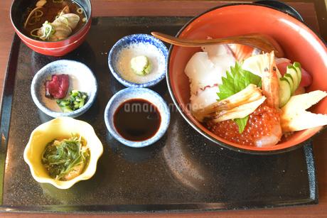 海鮮丼御膳の写真素材 [FYI03155988]