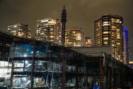 横浜・みなとみらいの高層ビル建設現場の写真素材 [FYI03156010]