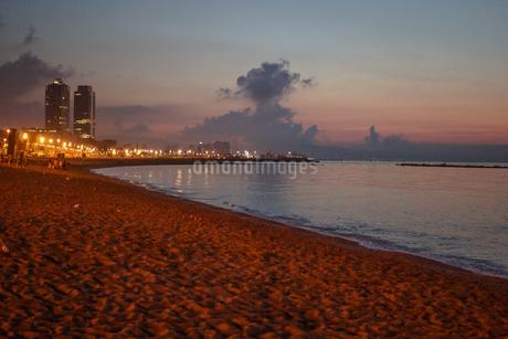 バルセロネータビーチ(スペイン・バルセロナ)の写真素材 [FYI03156065]