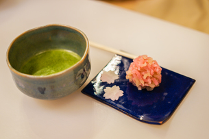 和菓子と抹茶の写真素材 [FYI03156078]