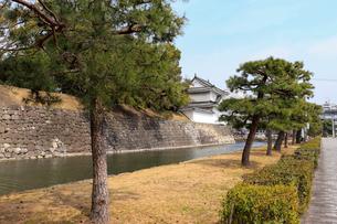 京都二条城・外堀沿いの風景の写真素材 [FYI03156123]