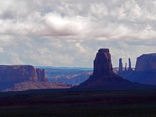 米ユタ州モニュメントバレーの雄大な景色の写真素材 [FYI03156258]