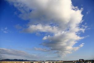 雲と漁港の写真素材 [FYI03156394]
