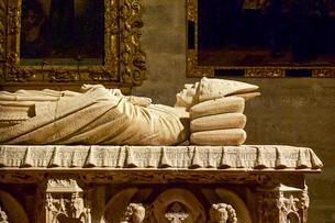セビリア大聖堂内の棺の写真素材 [FYI03156637]
