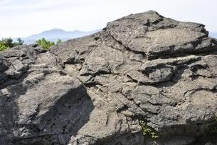 乾徳山の月見岩と大菩薩嶺の写真素材 [FYI03157183]
