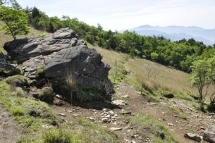 乾徳山の月見岩と大菩薩連嶺の写真素材 [FYI03157185]