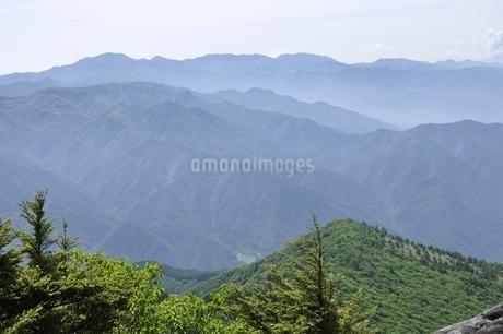 乾徳山より望む大菩薩連嶺の写真素材 [FYI03157196]