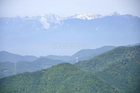 乾徳山より望む雪の南アルプスの写真素材 [FYI03157198]