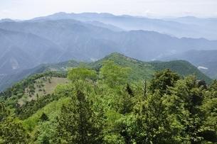乾徳山山頂からの展望の写真素材 [FYI03157201]