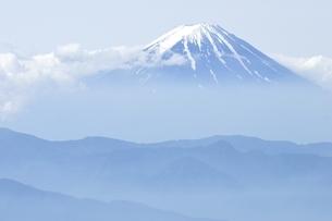 乾徳山からの富士山眺望の写真素材 [FYI03157218]